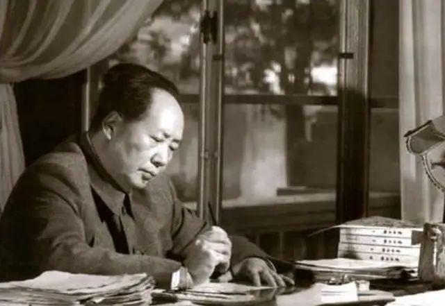 睡毛主席下铺的副班长建国后写信求职,毛主席暖心回复!