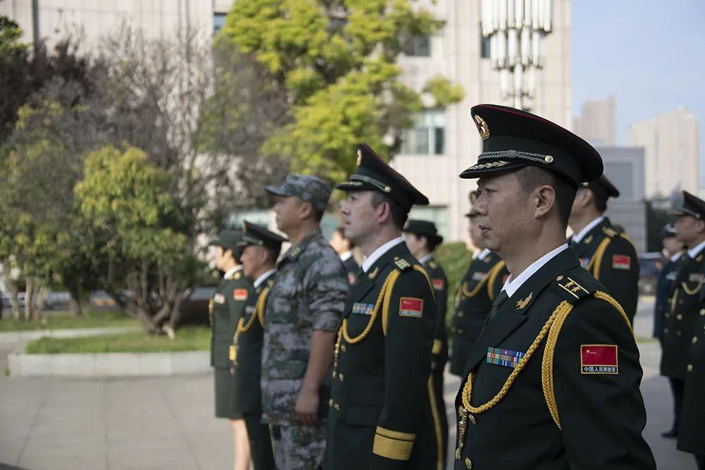 第71集团军全体官兵:祝伟大的祖国生日快乐!