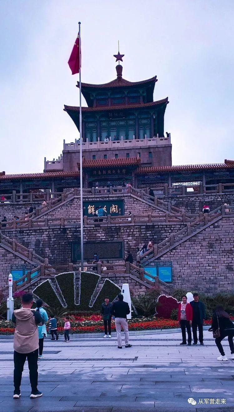 解放阁的光辉照耀着济南城