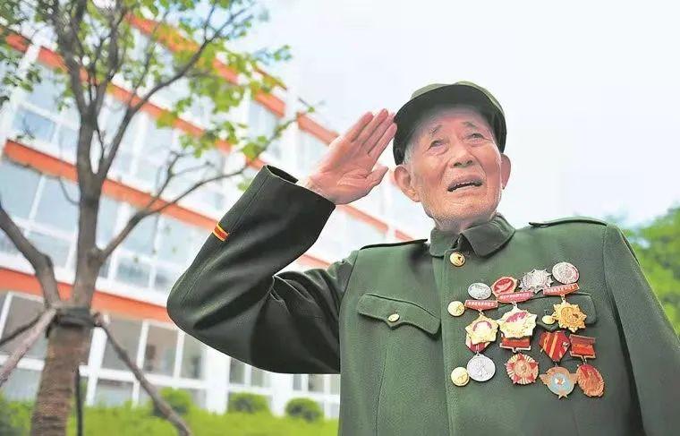 朝鲜战场载誉归来,他把军功章压到了箱底…