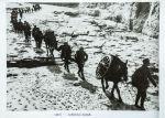八路军一二九师向太行山挺进。