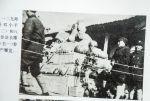 一二九师政委邓小平与参谋长参观展览